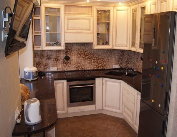 планировка малогабаритной кухни с гостиной в классическом стиле