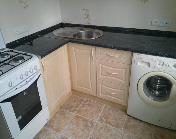 планировка малогабаритной кухни со стиральной машиной и плитой